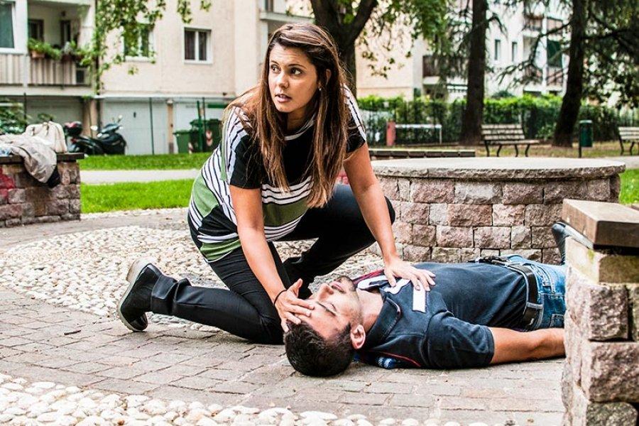 Первая помощь при инсульте на улице