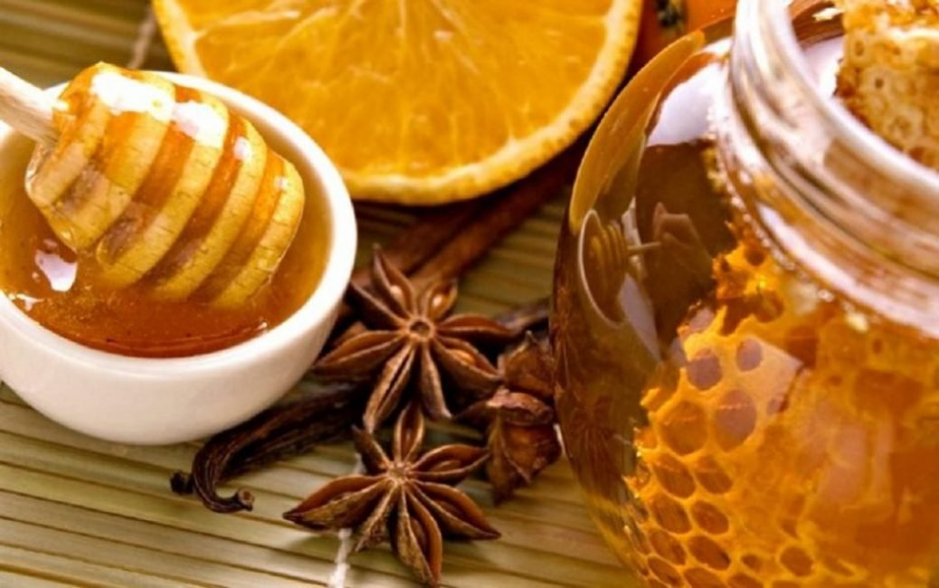 Продукты пчеловодства часто используются в народной медицине при лечении кашля.