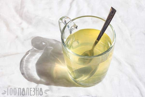 Вода с медом в стакане