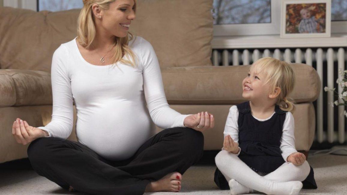 Беременная и ребёнком